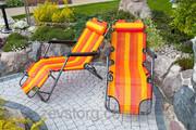 Оранжевый стул шезлонг